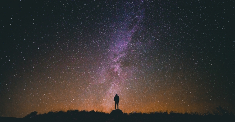 黑色一个人仰望星空免费下载–演界网