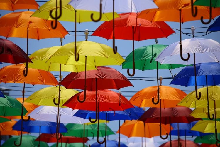 作品标题:【桌面壁纸】多彩雨伞