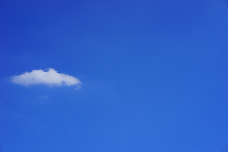 ppt模板 【桌面壁纸】纯净蓝天一朵云  蓝天唯美图片素材 蓝天白云