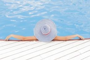 【桌面壁纸】游泳池 女人