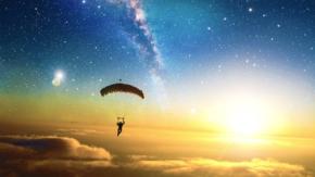 热气球降落摄影图