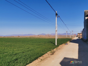 藍天綠地黑山