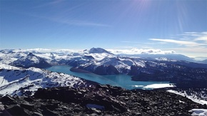 雪山下加拿大湖泊