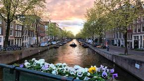 欧洲城市小河