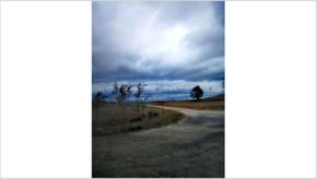 青灰色风云旷野
