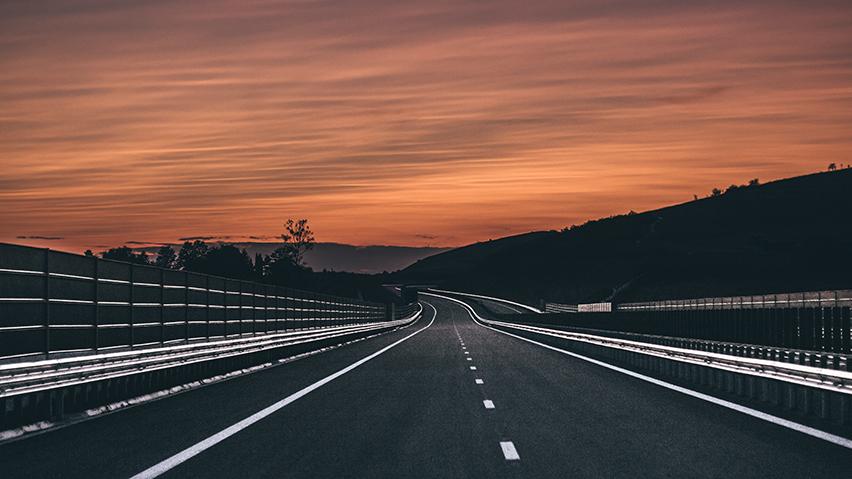 作品标题:高端大气灰色系公路ppt背景,演讲背景图,旅游背景图,公司
