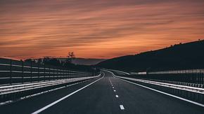 高端大气灰色系公路PPT背景,演讲背景图,旅游背景图,公司宣传背景图